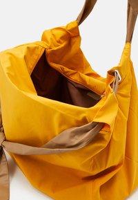MAX&Co. - CHUTE - Tote bag - orange - 3