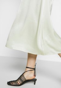 Filippa K - ANGELA SKIRT - Spódnica trapezowa - pale lime - 4