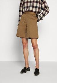 Victoria Victoria Beckham - Shorts - fawn brown - 0