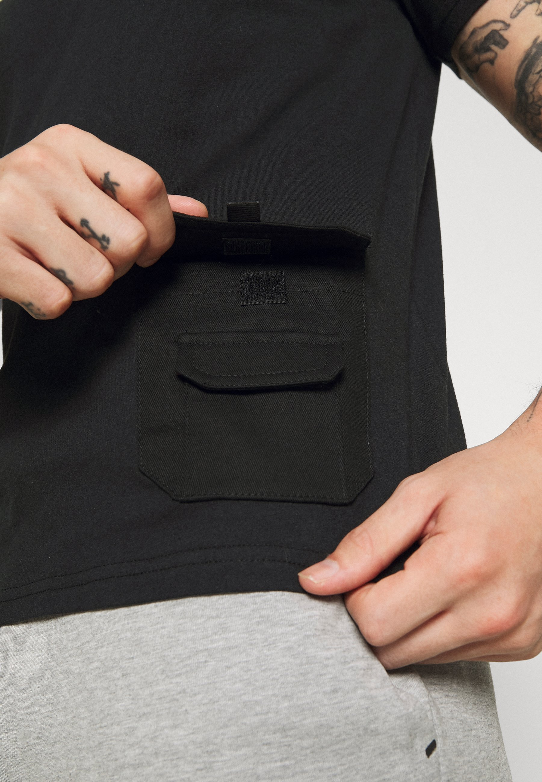 274 Utility Tee - T-shirt Z Nadrukiem Black