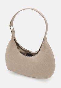 Pieces - PCULLE SHOULDER BAG - Käsilaukku - birch/silver - 2