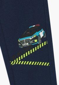 Blue Seven - KIDS POLICE CAR DIGGER - Teplákové kalhoty - blau - 4