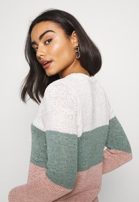 ONLY Petite - ONLGEENA BLOCK - Jumper - cloud dancer/chinois green/rose - 3