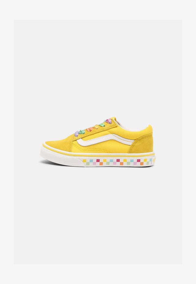 UY OLD SKOOL - Sneakers laag - rainbow/cyber yellow/true white
