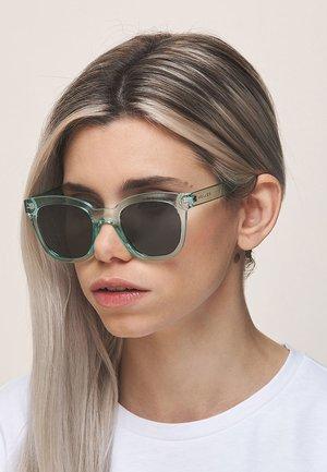 MAHE - Sunglasses - green carbon