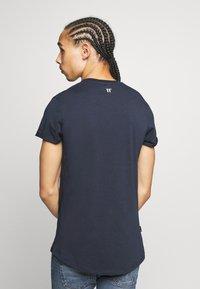 11 DEGREES - CORE MUSCLE FIT - Print T-shirt - navy - 2