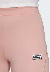 adidas Originals - R.Y.V. SHORT TIGHTS - Shorts - pink - 4