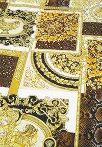 Versace - BAROCCO PATTCHWORK FOULARD UNISEX - Foulard - oro/marrone/bianco - 2