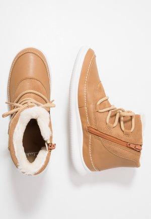 CLOUD ALPINE - Classic ankle boots - tan