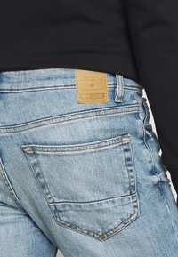 Only & Sons - ONSLOOM SLIM BLUE WASH - Jeans slim fit - blue denim - 4