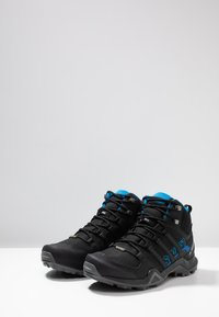 adidas Performance - TERREX SWIFT R2 MID GTX GORETEX HIKING SHOES - Hikingsko - core black/bright blue - 2