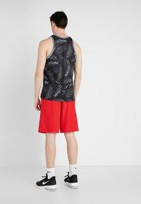 Nike Performance - DRY SHORT - Träningsshorts - university red/white - 2