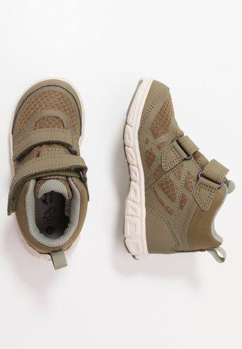 VEME MID GTX - Hiking shoes - khaki/olive