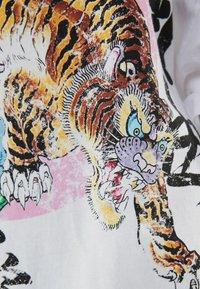Bershka - MIT TIGERPRINT - Print T-shirt - nude - 5