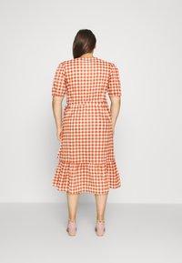 Vero Moda Curve - VMTAMITTA MIDI DRESS - Day dress - chutney - 2