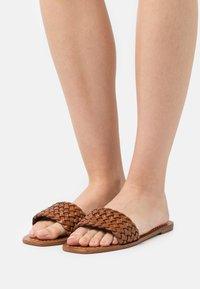 Loeffler Randall - JOEY - Pantofle - timber - 0