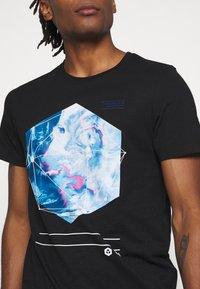 Jack & Jones - JCOPAX TEE CREW NECK SLIM FIT - Print T-shirt - black - 4