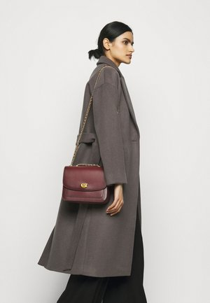 REFINED MADISON SHOULDER BAG - Torba na ramię - wine