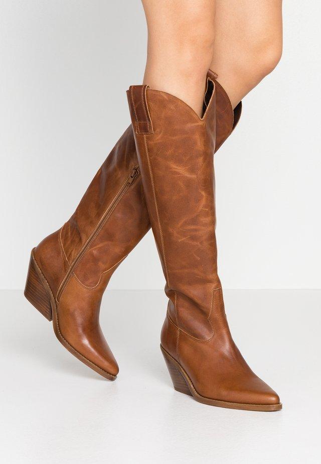 DARLA - Kovbojské/motorkářské boty - cognac