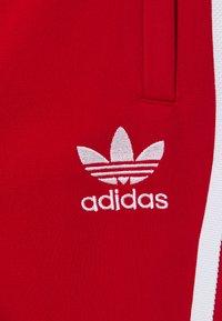 adidas Originals - ADICOLOR PRIMEGREEN PANTS - Pantalones deportivos - scarle/white - 3