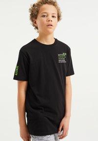 WE Fashion - T-shirt con stampa - black - 1