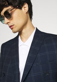 Viggo - TENN DOUBLE BREASTED SUIT - Oblek - navy - 7
