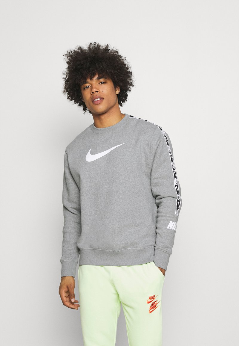 Nike Sportswear - REPEAT CREW - Sweatshirts - grey heather/white/black
