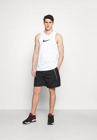Nike Performance - THROWBACK SHORT NARRATIVE - Sports shorts - black - 1