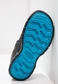 Keen - HIKEPORT WP - Hiking shoes - black/blue jewel - 4