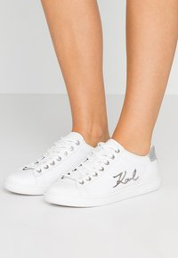 KARL LAGERFELD - KUPSOLE SIGNIA LACE - Sneakers - white/silver - 0