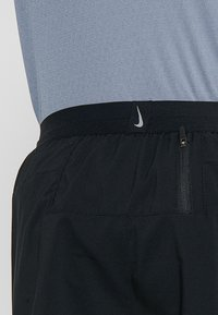 Nike Performance - M NK FLEX STRIDE SHORT 7IN BF - Pantaloncini sportivi - black/silver - 6