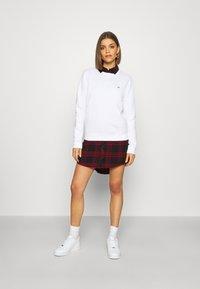Tommy Jeans - REGULAR C NECK - Sweatshirt - white - 1