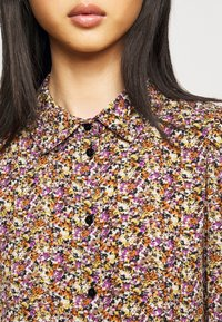 Pieces Petite - PCANJA MIDI DRESS - Shirt dress - black/brown/purple - 5