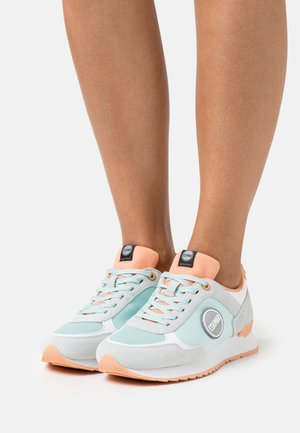 TRAVIS COLORS - Zapatillas - light blue/peach