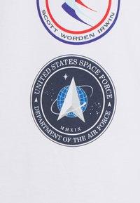 CORELLA - NASA LICENSE UNISEX - Printtipaita - white - 2