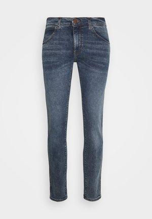 BRYSON - Slim fit jeans - sling shot