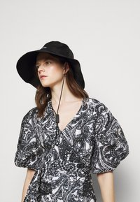 Faithfull the brand - GODIVA WRAP DRESS - Denní šaty - black - 5