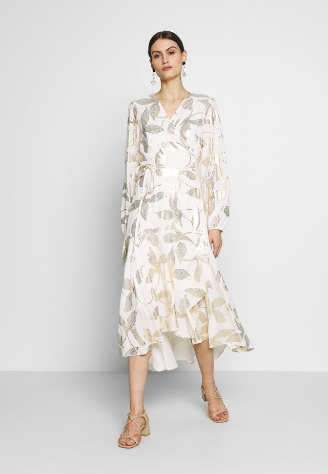 FOIL LEAF MIDI DRESS - Długa sukienka - champagne