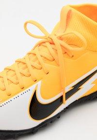 Nike Performance - JR MERCURIAL 7 ACADEMY TF UNISEX - Kopačky na umělý trávník - laser orange/black/white/laser orange - 5