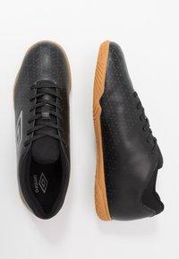 Umbro - VELOCITA V CLUB IC - Indoor football boots - black/carbon - 1