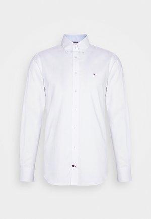 OXFORD BUTTON DOWN SLIM SHIRT - Kostymskjorta - white