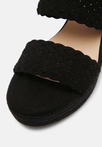 Bullboxer - Pantofle na podpatku - black - 7