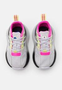 adidas Originals - ZX 2K UNISEX - Tenisky - grey/silver metallic/yellow - 3