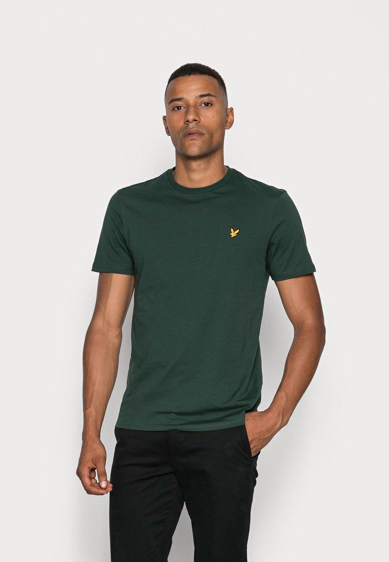 Lyle & Scott - CREW NECK  - Jednoduché triko - jade green