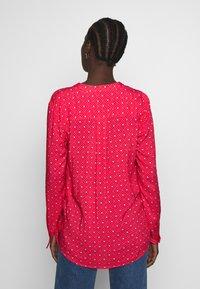 Emily van den Bergh - Bluser - pink/red - 2