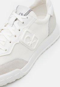 Calvin Klein - PARKER - Sneakers laag - white - 5