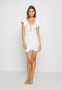 Missguided - RUCHE FRONT MIDI DRESS - Shift dress - white - 0