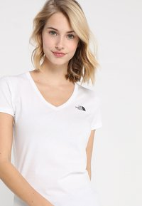 The North Face - SIMPLE DOME TEE - Basic T-shirt - white/black - 3