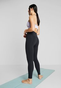 Nike Performance - THE YOGA LUXE - Tights - black/dark smoke grey - 2