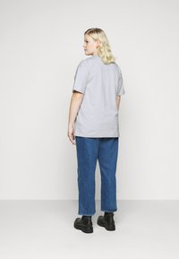 CAPSULE by Simply Be - SLOGAN T-SHIRT - Print T-shirt - grey - 2